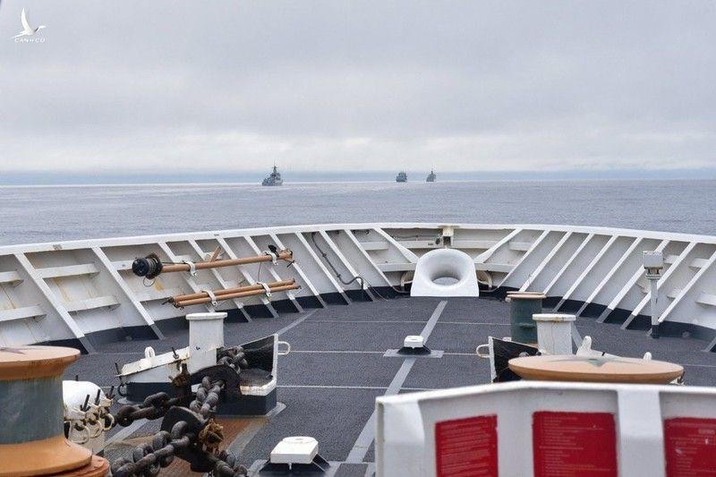 Trung Quốc đáp trả đưa 4 tàu chiến vào vùng đặc quyền kinh tế của Mỹ