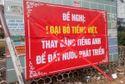 Treo băng rôn đề nghị loại bỏ tiếng Việt, 1 giáo viên bị công an mời lên làm việc