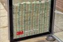 Thách thức đập vỡ tủ kính lấy 70 tỷ tiền tươi