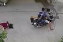 2 tên cướp giật túi xách làm người phụ nữ đập đầu xuống đường ở TP.HCM