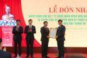 Chủ tịch QH Vương Đình Huệ trao tặng máy thở cho bệnh viện ở Nghệ An