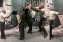 Clip: Cụ già ở Hà Nội đập mũ cối vào mặt Công an khi bị nhắc nhở đeo khẩu trang