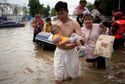 Dân Trịnh Châu tuyệt vọng tìm người thân sau 'đại hồng thủy'