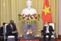 Chủ tịch nước thông tin với Bộ trưởng Quốc phòng Mỹ về cuộc chiến chống COVID-19 tại Việt Nam