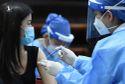 Dịch Covid-19 nguy hiểm hơn theo từng giờ, tại sao cứ mãi lựa chọn vaccine?