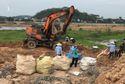 Khởi tố giám đốc người Trung Quốc chỉ đạo chôn trộm 257 tấn rác thải công nghiệp