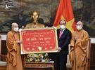 Chủ tịch nước Nguyễn Xuân Phúc được tặng 4 chữ 'Dĩ đức an dân'