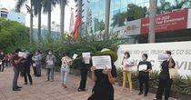 Hàng trăm phụ huynh trường Quốc tế Úc phản đối thu học phí mùa dịch Covid-19