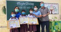 Tuyên dương 3 học sinh Kiên Giang nhặt 42 triệu đồng mang trả lại