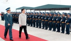 Prime Minister Nguyen Tan Dung visits the air force in Binh Dinh