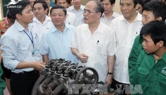 National Assembly Chairman Nguyen Sinh Hung meets voters in Ha Tinh province
