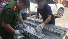 Cảnh sát bắt vụ vận chuyển 100 bánh heroin