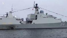 Chiến hạm Quang Trung uy dũng duyệt binh cùng tàu Nga