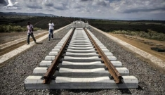 """Quốc gia châu Phi """"dở khóc dở cười"""" vì dự án đường sắt của Trung Quốc"""