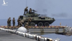 """Mỹ """"xích"""" xe chiến đấu vào tàu chiến: Hành động nhỏ nhưng thể hiện yếu điểm của quân đội Mỹ?"""