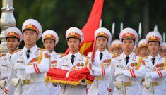 Nghi lễ thượng cờ ở Lăng Chủ tịch Hồ Chí Minh