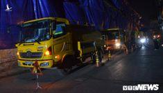 Công nhân hút bùn xuyên đêm cạnh nhà máy Rạng Đông