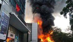 """100 cảnh sát chữa cháy """"căng mình"""" dập lửa tại siêu thị điện máy Hoàng Gia Hải Phòng"""