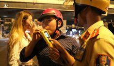 Uống rượu bia đi xe máy sẽ bị phạt tới 8 triệu, lái ôtô phạt tới 40 triệu đồng