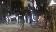 Cảnh sát khống chế kẻ chém người rồi cố thủ trong nhà