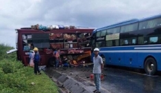 Hai xe khách giường nằm tông nhau, nhiều người nhập viện ở Kon Tum