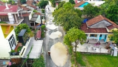 Buộc nhà thầu Trung Quốc trả lại đường cho dân