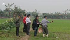 Ngăn không cho bơm nước: Chính quyền xã 'ép' dân giao đất cho doanh nghiệp?