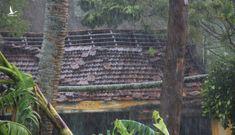 Lốc xoáy 'hậu bão' quật tung hơn 400 nóc nhà dân ở Quảng Ngãi