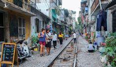 Người dân phố cà phê đường tàu Hà Nội sắp bị di dời
