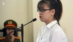 Vụ Alibaba: Nguyễn Huỳnh Tú Trinh cười tươi khi nghe Hội thẩm nhân dân thẩm vấn