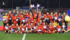 Cổ động viên Việt Nam có đang quá bất công với bóng đá nữ?