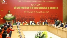 Cuộc gặp thân mật của Thủ tướng với hai đội tuyển bóng đá Việt Nam