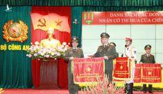 Công an thành phố Hà Nội nhận Cờ đơn vị xuất sắc trong phong trào thi đua của Thủ tướng Chính phủ