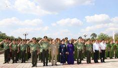 Bộ trưởng Tô Lâm thăm và tặng quà gia đình chính sách tại Tây Ninh