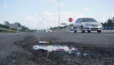 Cao tốc hơn 34.000 tỷ mới xong đã hỏng tan nát nhưng vẫn được thu phí đúng quy trình