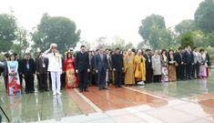 [CẬP NHẬT]Đoàn đại biểu kiều bào dự Xuân Quê hương 2020 vào Lăng viếng Chủ tịch Hồ Chí Minh