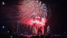 Tự bắn pháo và tổ chức đua xe đón năm mới