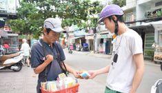 Bán tăm bông ngày thu bạc triệu và 'kỹ nghệ ăn xin' siêu lợi nhuận ở Thủ đô