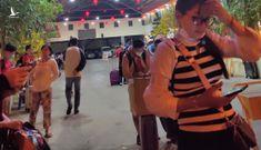 Trở lại Sài Gòn sớm, khách vất vả tìm xe từ bến về nhà
