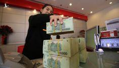 Nhân viên ngân hàng được thưởng 9 tháng lương