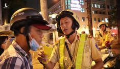 Dân nhậu Sài Gòn cù cưa 'có người quen trong ngành' vẫn bị CSGT phạt 35 triệu