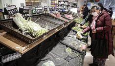 """""""Khủng hoảng rau"""" trong tâm dịch Vũ Hán: Dân ùn ùn đi mua rau, giá tăng gấp 10 lần mà vẫn thiếu"""