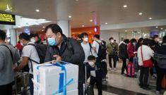"""Nhóm khách Trung Quốc """"cố thủ"""" ở Nội Bài, nhất quyết không lên máy bay về nước"""