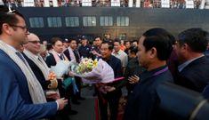 Thủ tướng Hun Sen ra đón chiếc du thuyền bị các nước 'xua đuổi'