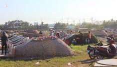 Bất chấp lệnh của Thủ tướng, nhiều người ở Bạc Liêu vẫn vui vẻ kéo nhau đi cúng thanh minh