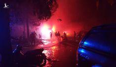 Dập tắt đám cháy công ty gỗ ở khu công nghiệp Cát Lái