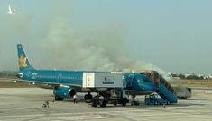 Máy bay Vietnam Airlines gặp sự cố nghiêm trọng, khói bốc mịt mù ở Tân Sơn Nhất