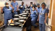 Cơm Việt trợ sức bác sĩ ở California