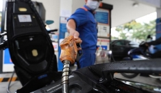 Giá xăng trong nước sẽ xuống 7.000 – 8.000 đồng/lít?
