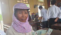 Những nụ cười rạng rỡ khi nhận được tiền hỗ trợ của Chính phủ